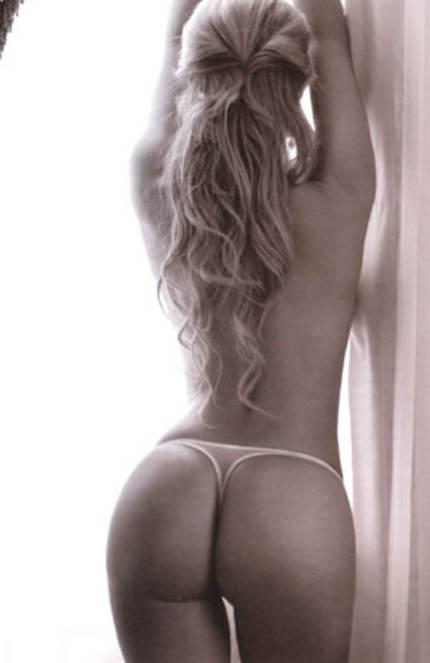 Olivia Collins Posando En Lencaria Para Playboy